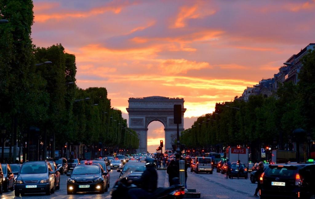 łuk triufmfalny w Paryżu