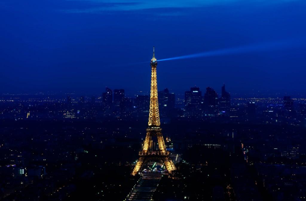 wieża Eifla nocą